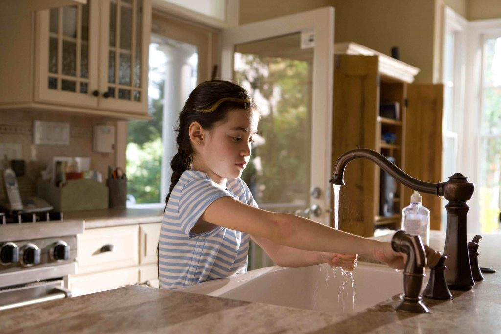 coronavirus nanny care child washing hands